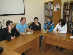 Американский центр приглашает на встречу с челябинским поэтом и переводчиков Юрием Брызгаловым. В программе -- обсуждение особенностей рифмы и трудностей перевода поэзии.