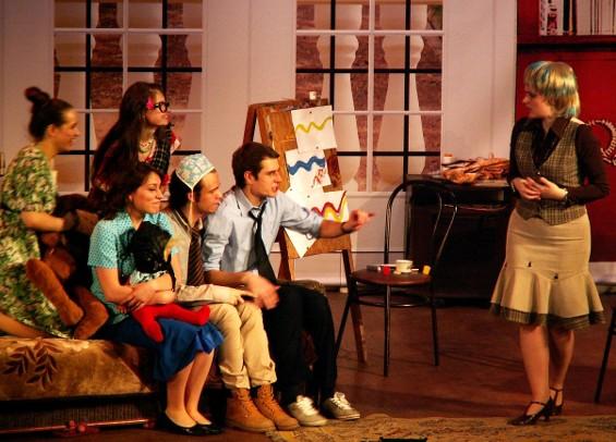 В среду 16 мая состоится повторный показ спектакля студенческого театра ЧГПУ «Странная миссис Сэвидж», о котором мы уже писали. Спектакль идёт на английском языке, без антракта, вход свободный.
