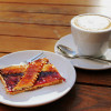 В маленькой кофейне-булочной в Кройцберге